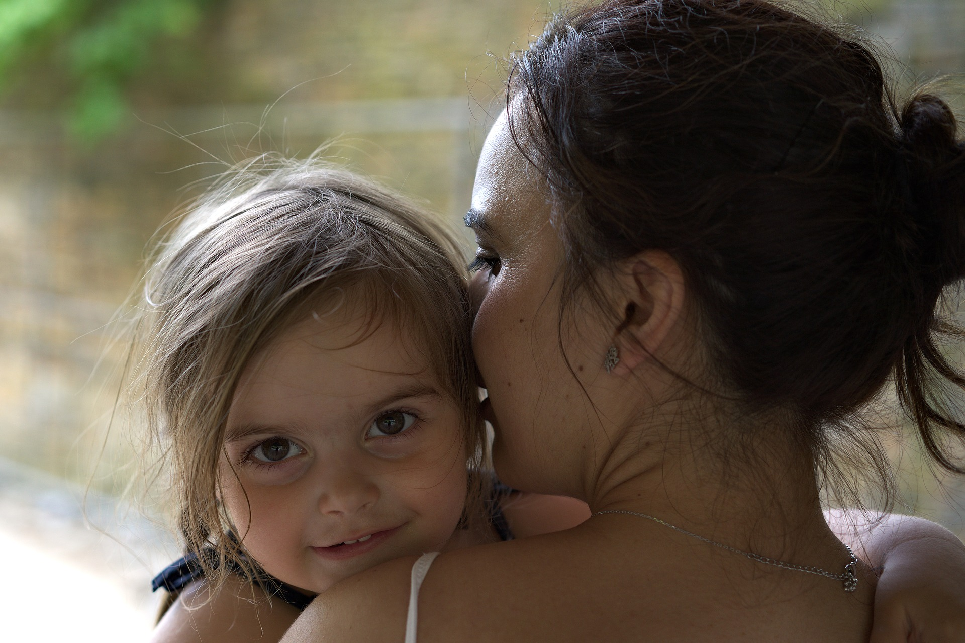 child-and-mom-2356369_1920